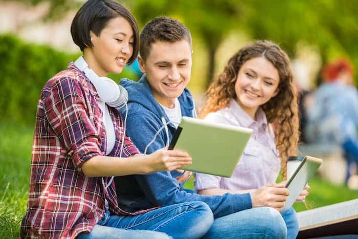 students outdoors C6H8C29